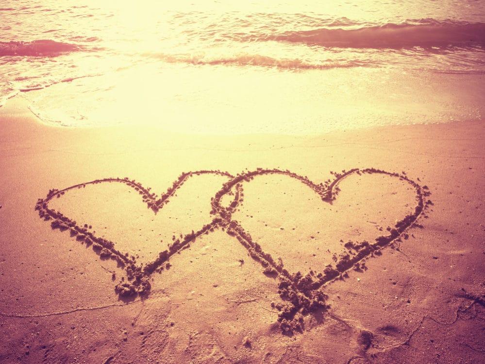 Herzen im Sand für das Brautpar beim JGA in Oldenburg